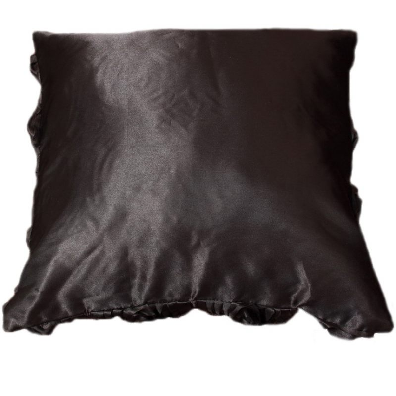 Подушка Черные розы
