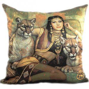 Декоративная подушка Львицы
