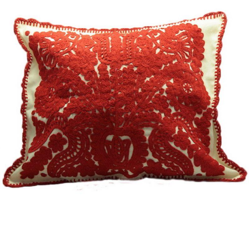 Подушка Красная вышивка