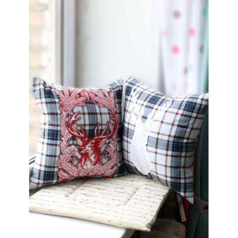 Декоративная подушка с оленем