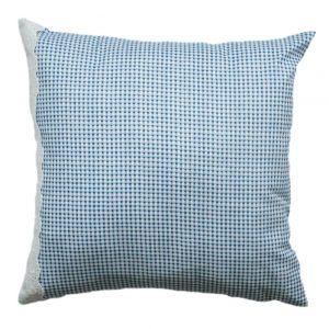 Декоративная подушка с кружевом