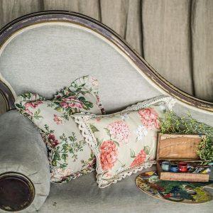 """Подушка с рюшей """"Жухлые розы"""""""