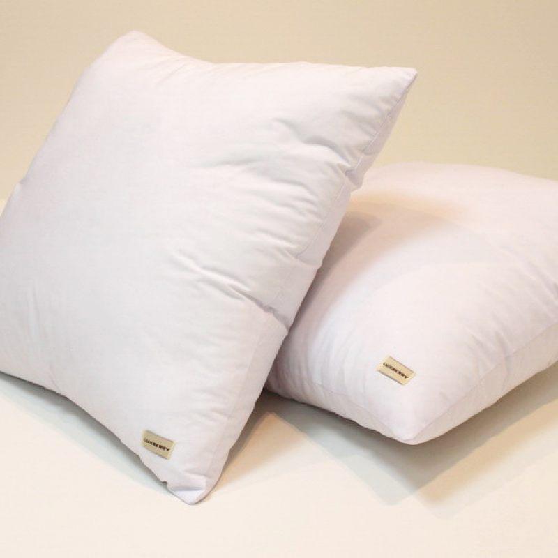 Белая подушка для сна