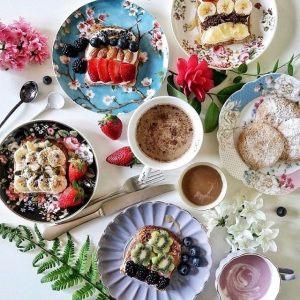 Чашка с блюдцем Цветочный карнавал, светлая