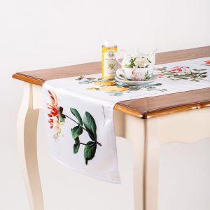 """Дорожка на стол """"Цветы на белом"""""""