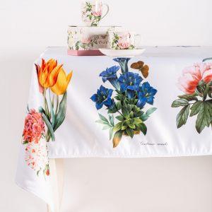 """Скатерть квадратная """"Цветы на белом"""""""
