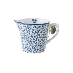 Молочник с синими цветами