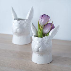 Белая керамическая ваза-кролик