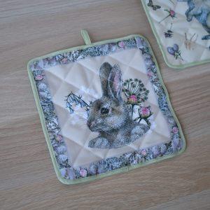 """Прихватка """"Кролик и цветы"""""""