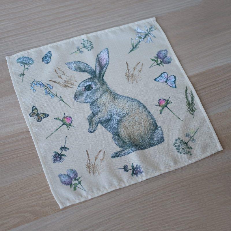 """Салфетка """"Кролик на лужайке"""""""