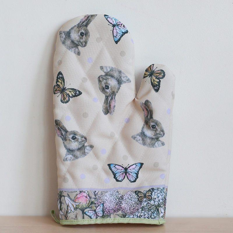 "Рукавица ""Кролик и бабочки"""