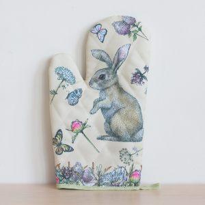 """Рукавица """"Кролик на лужайке"""""""