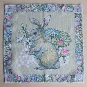 """Салфетка """"Кролик на лужайке в полный рост"""""""
