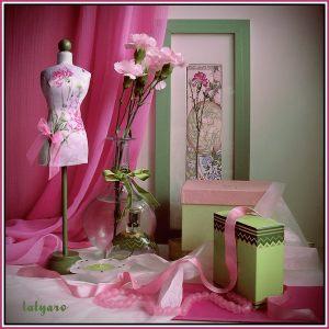 Мини-манекен Розовые гвоздики