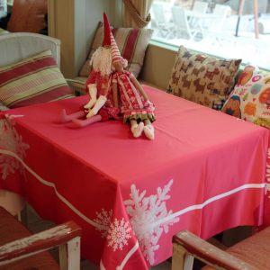 Скатерть Снежинки на красном