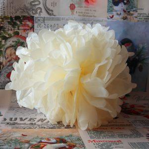 Бумажный цветок беж