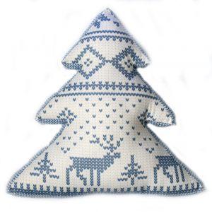 Декоративная подушка-елка с новогодним орнаментом