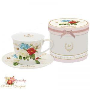 Чашка с блюдцем с георгином, Букет цветов
