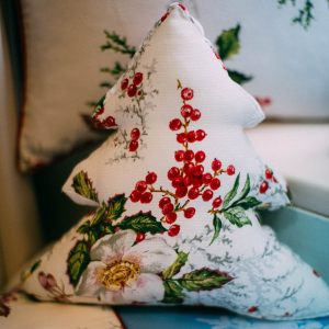Подушка-елка Морозник в красном